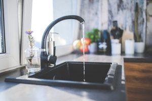 De quoi sont fabriqués les robinets de cuisine?