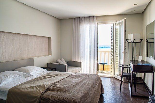 Comment impressionner ses clients avec un mobilier hôtellerie élégant ?