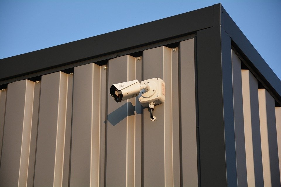 Assurez la sécurité de votre entrepôt en y installant une vidéo surveillance